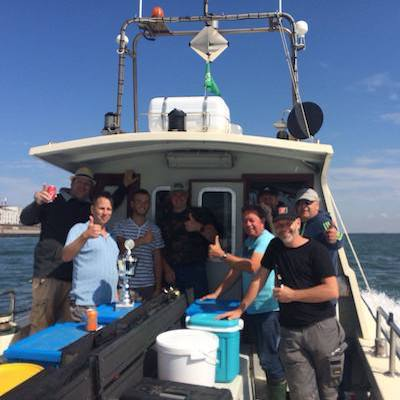 Boot met vissers tijdens dagje wrakvissen Zeeland